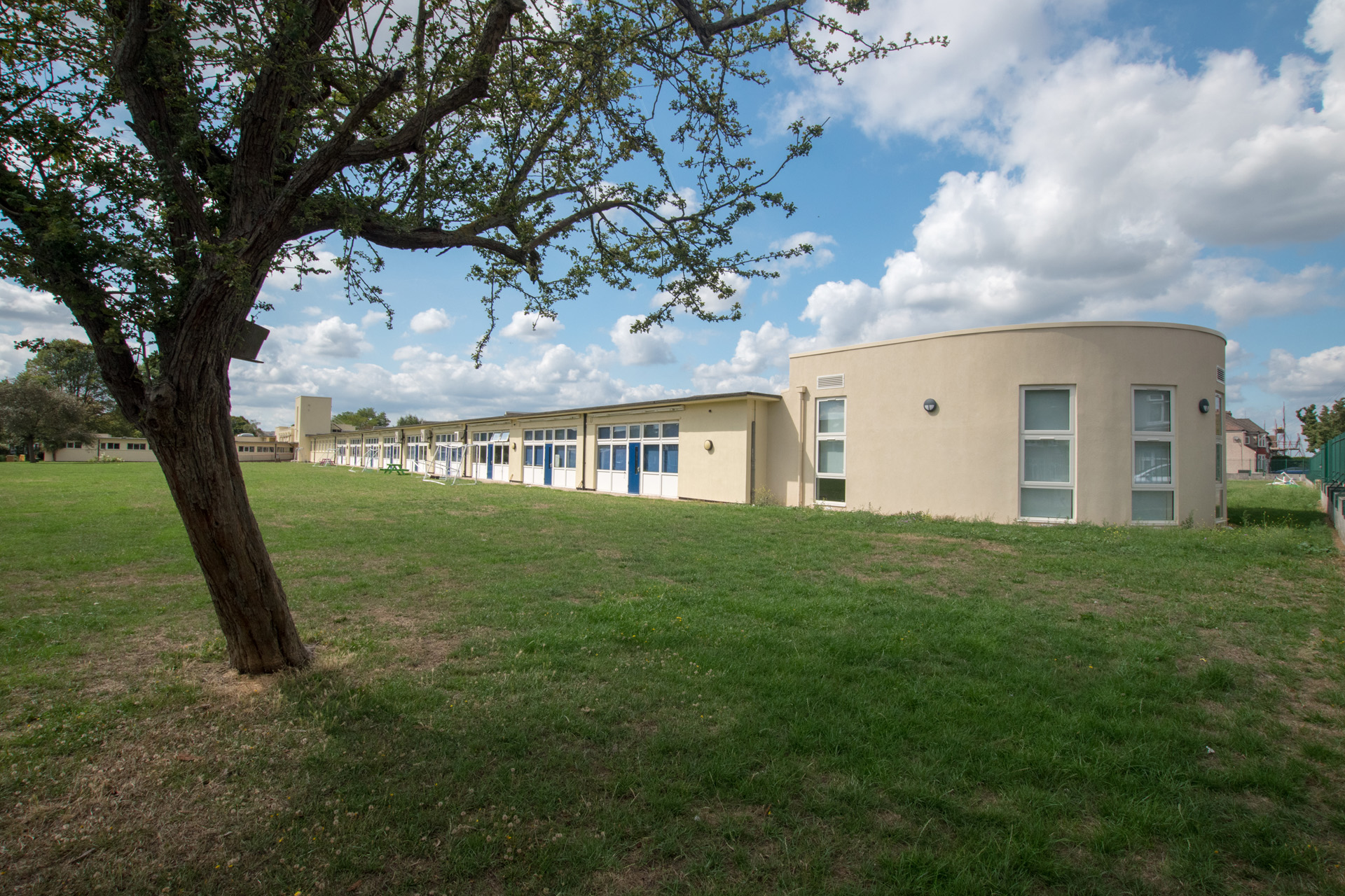 Parkhill Infants and Junior School extension - Curved modular building external